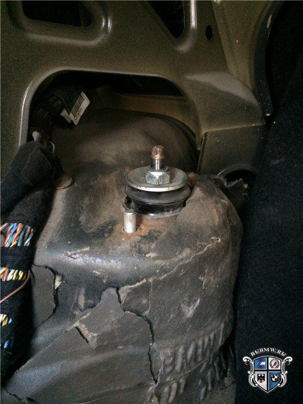 опора заднего амартизатора bmw e60