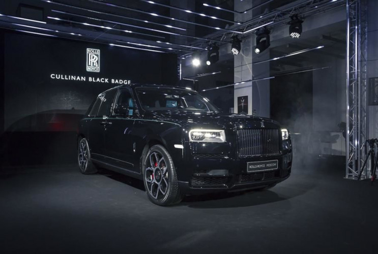 Rolls-Royce Cullinan Black Badge приехал в Россию