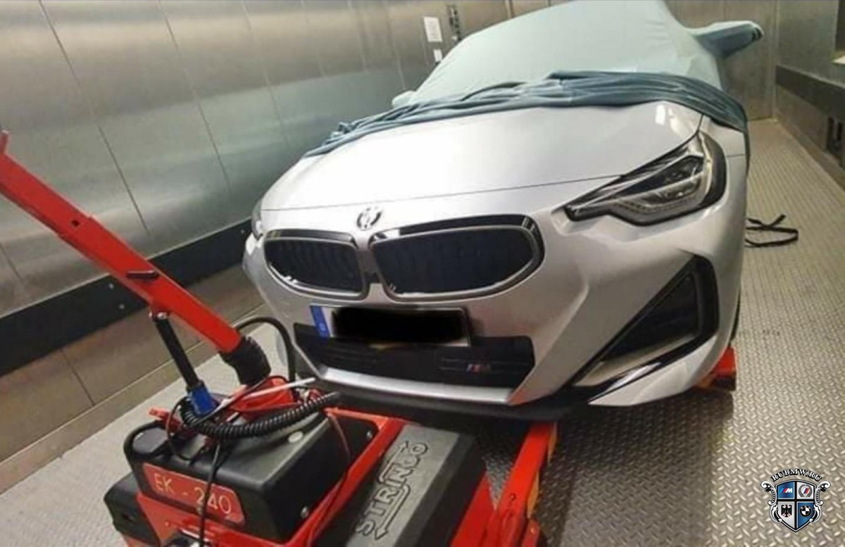 В сети появились изображения нового купе BMW M240i G42 M Performance