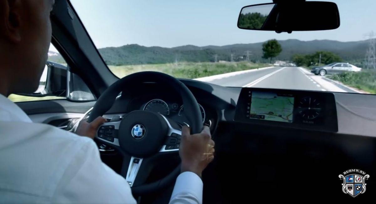 Компания БМВ впервый раз показала салон обновленного поколения седана 5 Series