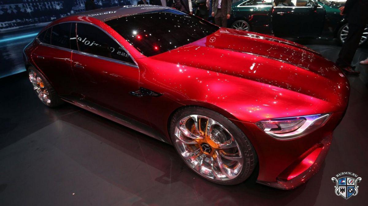Серийный седан Mercedes-AMGGT проходит тестирования